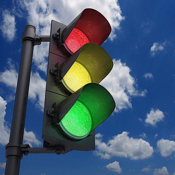Желтый на светофоре